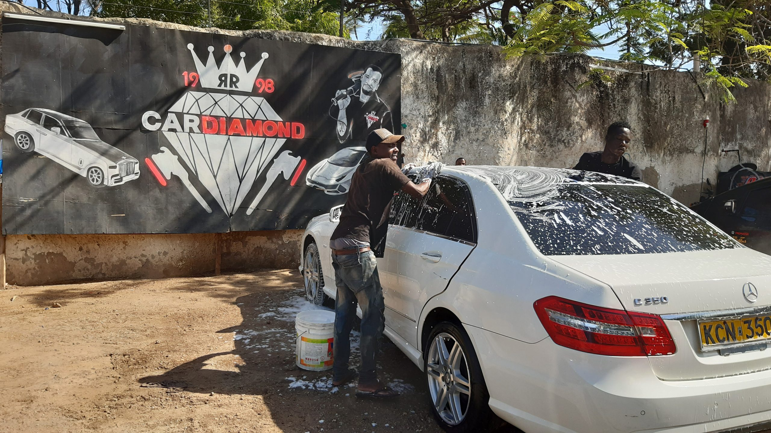 Charity Waschstation by Car Diamond